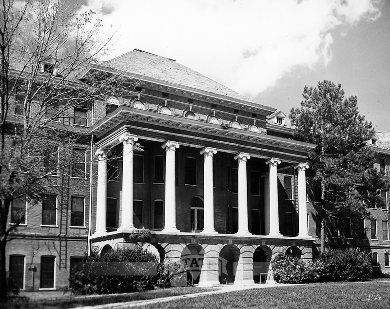 Old Main Dormitory (© Mississippi State University)