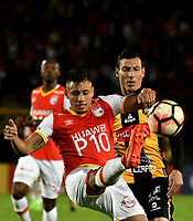 BOGOTA - COLOMBIA – 23 – 05 - 2017: Juan Roa (Izq.) jugador de Independiente Santa Fe, disputa el balon con Pablo Escobar (Der.) jugador de The Strongest, durante partido entre Independiente Santa Fe de Colombia y The Strongest de Bolivia, de la fase de grupos, grupo 2, fecha 6 por la Copa Conmebol Libertadores Bridgestone 2017, en el estadio Nemesio Camacho El Campin, de la ciudad de Bogota. / Juan Roa (L) player of Independiente Santa Fe, fights for the ball with Pablo Escobar (R) player of The Strongest during a match between Independiente Santa Fe of Colombia and The Strongest of Bolivia, of the group stage, group 2 of the date 6th, for the Conmebol Copa Libertadores Bridgestone 2017 at the Nemesio Camacho El Campin in Bogota city. VizzorImage / Luis Ramirez / Staff.
