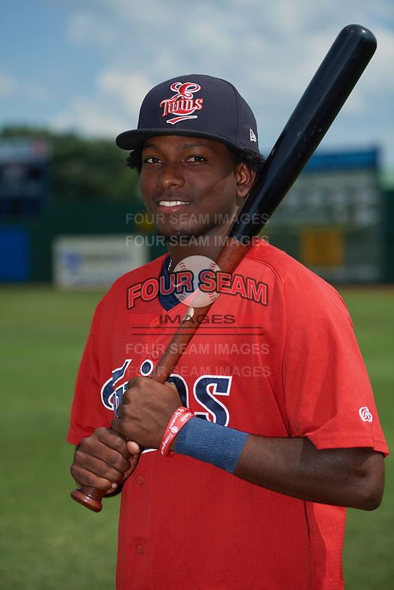 Elizabethton Twins Yeltsin Encarnacion (17) poses for a photo before a game against the Bristol Pirates on July 29, 2018 at Joe O'Brien Field in Elizabethton, Tennessee.  Bristol defeated Elizabethton 7-4.  (Mike Janes/Four Seam Images)