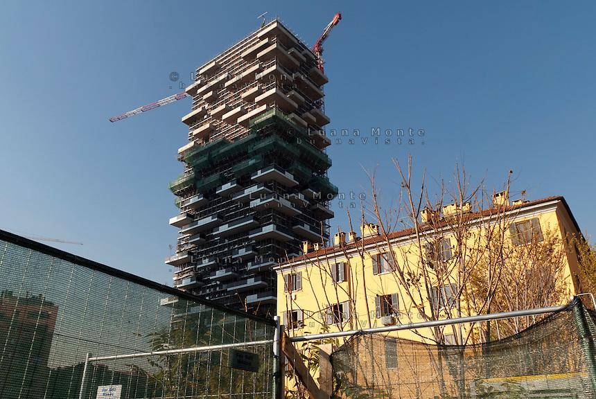 Area nei pressi della Stecca3 dietro via De Castillia dove dovrebbe sorgere il nuovo centro di quartiere; sullo sfondo il Bosco Verticale. Milano, 20 novembre, 2012