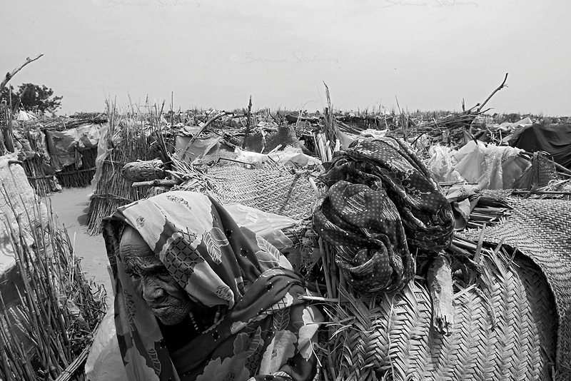 En Geneina, West Darfur, August 8, 2004.The iserable shelters of Riad IDP camp, in the outskirts of the city.