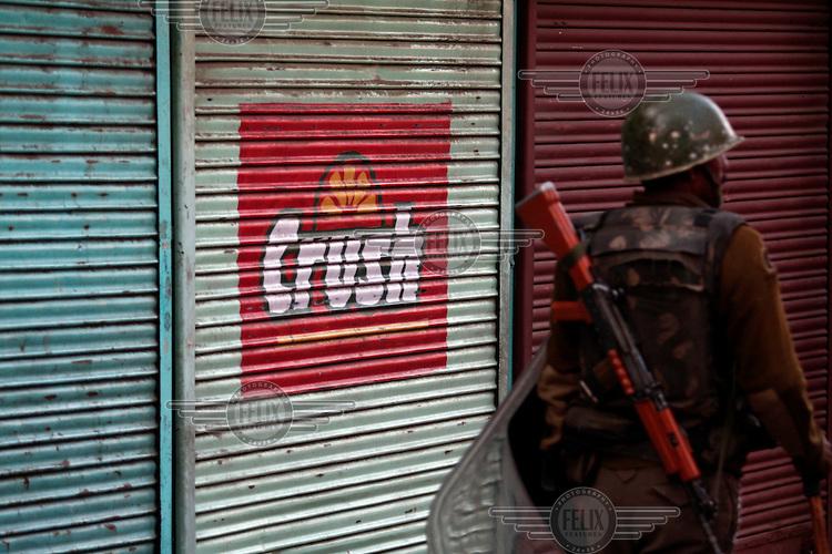 Police clash with stone throwing youth following the arrest of a separatist leader. Srinagar, Kashmir, India. © Fredrik Naumann/Felix Features