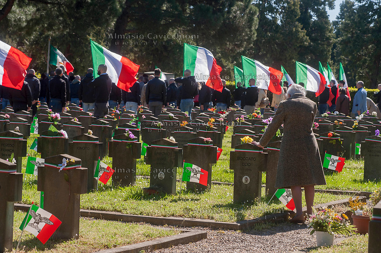 Milano, 25 Aprile 2016, Celebrazione dei gruppi di estrema destra per la commemorazione dei caduti della Repubblica Sociale Italiana al Campo 10 del Cimitero Maggiore. <br /> Milan, April 25, 2016, Celebration of far-right groups for the commemoration of the fallen of the Italian Social Republic at Camp 10 of the Cemetery.
