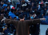 LAMPEDUSA CONTINUANO I TRASFERIMENTI DEGLI OLTRE 6000 IMMIGRATICLANDESTINI PRESENTI SULL'ISOLA FOTO CIRO DE LUCA