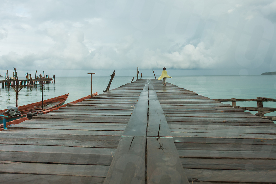 July 30, 2012 - Koh Rong (Cambodia). A girl walks on the main pier of Koh Rong island. © Thomas Cristofoletti / Ruom