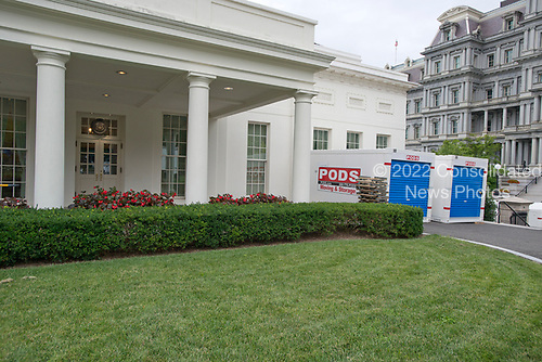 The White House West Wing in Washington, DC is undergoing renovations while United States President Donald J. Trump is vacationing in Bedminster, New Jersey on Friday, August 11, 2017.  This is the scene outside the West Wing.<br /> Credit: Ron Sachs / CNP