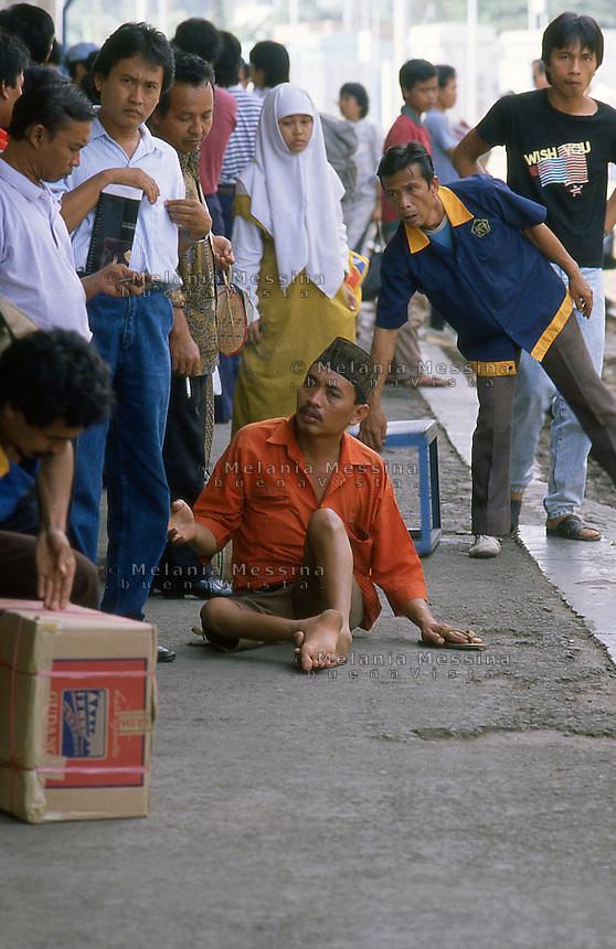 Beggar in the street in Indonesia.<br /> Mendicante in strada in Indonesia