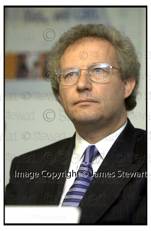 Copyright Pic : James Stewart .Ref :                           .File Name : stewart04-henry mcleish                      .HENRY MCLEISH MSP, MINISTER FOR ENTERPRISE AND LIFELONG LEARNING....Payments to :-.James Stewart Photo Agency, Stewart House, Stewart Road, Falkirk. FK2 7AS      Vat Reg No. 607 6932 25.Office : 01324 630007        Mobile : 0421 416997.E-mail : jim@jspa.co.uk.           : jim@jamesstewart.co.uk.If you require further information then contact Jim Stewart on any of the numbers above.........