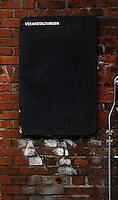 Spinnerei - alte Baumwollspinnerei in Plagwitz / Leipzigs Kunstzentrum / Künstler haben hier ihre Ateliers und zahlreiche Galerien sind in den betagten Gebäuden angesiedelt - im Bild: Ansicht bei Regenwetter - Feature - leerer Veranstaltungsplan.  Foto: aif / Norman Rembarz..Jegliche kommerzielle wie redaktionelle Nutzung ist honorar- und mehrwertsteuerpflichtig! Persönlichkeitsrechte sind zu wahren. Es wird keine Haftung übernommen bei Verletzung von Rechten Dritter. Autoren-Nennung gem. §13 UrhGes. wird verlangt. Weitergabe an Dritte nur nach  vorheriger Absprache. Online-Nutzung ist separat kostenpflichtig..