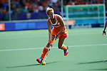 The Hague, Netherlands, June 14: Carlien Dirkse van den Heuvel #9 of The Netherlands looks to pass during the field hockey gold medal match (Women) between Australia and The Netherlands on June 14, 2014 during the World Cup 2014 at Kyocera Stadium in The Hague, Netherlands. Final score 2-0 (2-0)  (Photo by Dirk Markgraf / www.265-images.com) *** Local caption ***