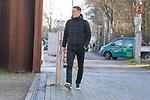 17.01.2020, Trainingsgelaende am wohninvest WESERSTADION,, Bremen, GER, 1.FBL, Werder Bremen Training ,<br /> <br /> Ankunft der Spieler am Stadion in  Zivil vor dem Auswaertsspiel in Duesseldorf<br />  im Bild<br /> <br /> Niklas Moisander (Werder Bremen #18 Kapitaen)<br /> Einzelaktion, Ganzkörper / Ganzkoerper<br /> <br /> Foto © nordphoto / Kokenge