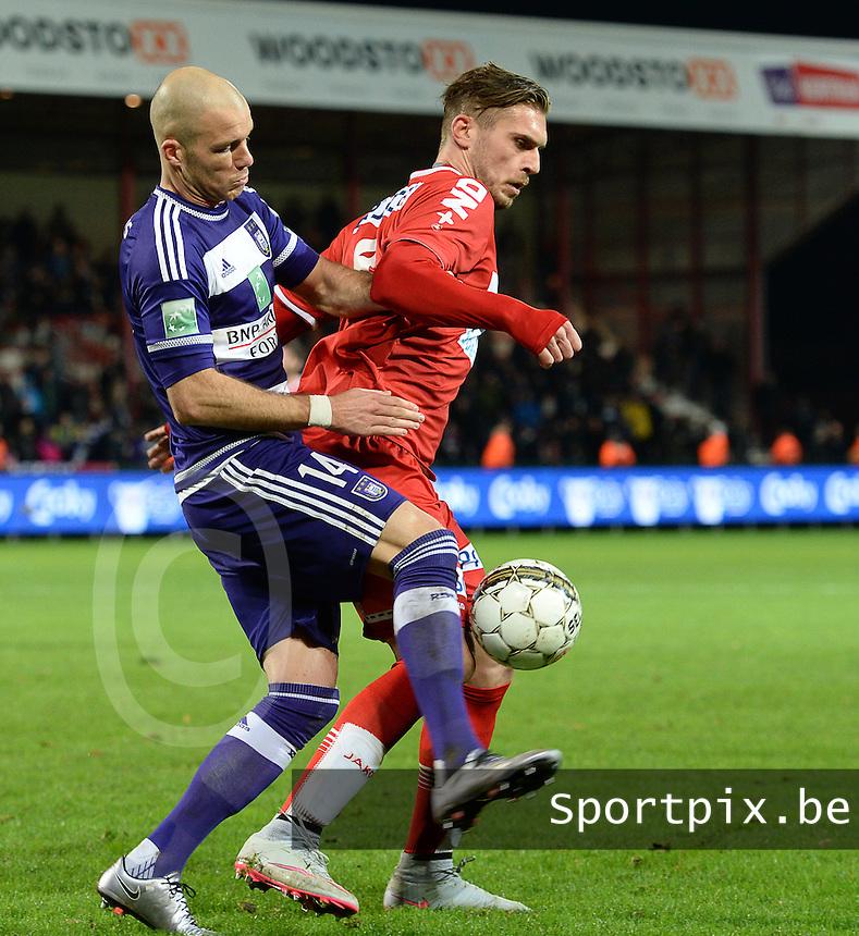 KV Kortrijk - RSC Anderlecht : Bram Nuytinck (links) in duel met Thanasis Papazoglou (r) <br /> Foto VDB / Bart Vandenbroucke
