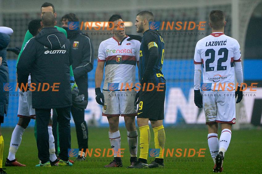 Mauro Icardi Inter a fine gara parla con Giovanni Simeone Genoa figlio di Diego Pablo<br /> Milano 11-12-2016 Stadio Giuseppe Meazza - Football Calcio Serie A Inter - Genoa. Foto Giuseppe Celeste / Insidefoto