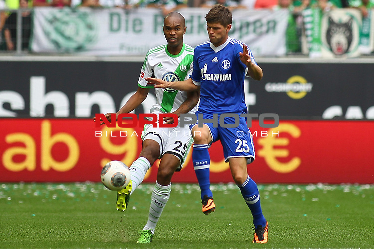 17.08.2013, Volkswagen Arena, Wolfsburg, GER, 1.FBL, VfL Wolfsburg vs FC Schalke 04, im Bild  Naldo (Wolfsburg #25) und  Klaas-Jan Huntelaar (Schalke #25)<br /> // during the match from GER, 1.FBL,VFL Wolfsburg vs FC Schalke 04 on 2013/08/17, Volkswagen Arena, Wolfsburg, Germany.<br /> Foto &copy; nph / Schrader