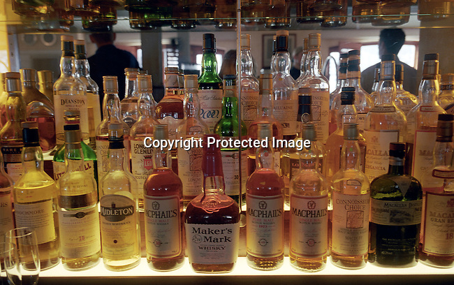 dippnig00147 People Nightlife Some of the fourhundred Whiskey bottles at the Whiskey bar at Cape Grace, a luxury hotel at Waterfront in  Cape Town, South Africa on October 24, 2003. .©Per-Anders Pettersson/ iAfrika Photos
