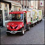 Nederland, Utrecht, 11-04-2011 CargoHopper een elektrisch vracht treintje in de binnenstad. FOTO: Gerard Til / Hollandse Hoogte