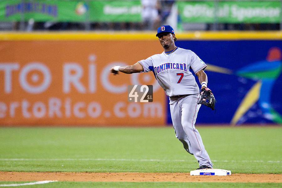 10 March 2009: #7 Jose Reyes of the Dominican Republic throws the ball to first base during the 2009 World Baseball Classic Pool D game 5 at Hiram Bithorn Stadium in San Juan, Puerto Rico. The Netherlands pulled off second upset to advance to the secound round. The Netherlands come from behind in the bottom of the 11th inning and beat the Dominican Republic, 2-1.