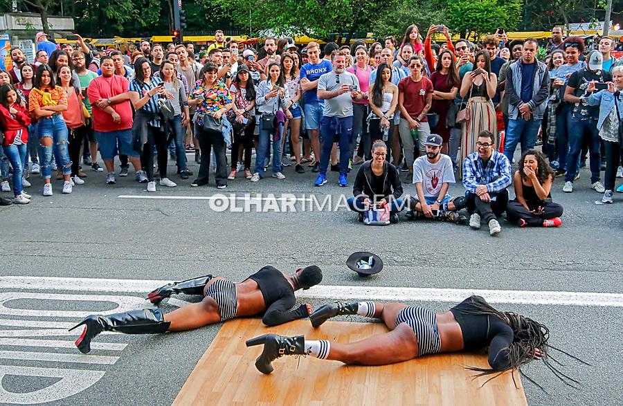 Apresentaçao de dança. Domingo de lazer na Avenida Paulista. Sao Paulo. 2019. Foto Juca Martins