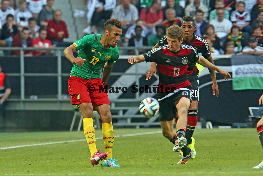 Eric-Maxim Choupo-Moting (CAM) gegen Thomas Müller (D) - Deutschland vs. Kamerun, Mönchengladbach