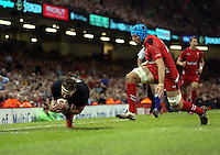 Pictured: Kieran Read of New Zealand (L) scores a try Saturday 22 November 2014<br />