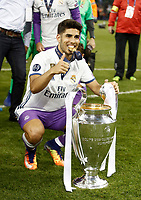 Calcio, Champions League: finale Juventus vs Real Madrid. Cardiff, Millennium Stadium, 3 giugno 2017.<br /> Real Madrid's Marco Asensio poses with the trophy at the end of the Champions League final match between Juventus and Real Madrid at Cardiff's Millennium Stadium, Wales, June 3, 2017. Real Madrid won 4-1.<br /> UPDATE IMAGES PRESS/Isabella Bonotto
