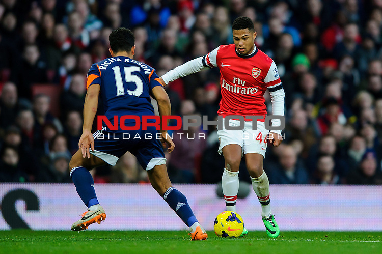 Arsenal Midfielder Serge Gnabry (GER) is challenged by Fulham Midfielder Kieran Richardson (ENG) during the match -  - 18/01/14 - SPORT - FOOTBALL - Emirates Stadium - Arsenal v Fulham - Barclays Premier League.<br /> Foto nph / Meredith<br /> <br /> ***** OUT OF UK *****