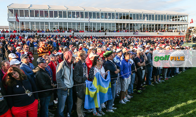 Huge gallery at the first hole  during the Saturday Morning Foursomes, at the 41st Ryder Cup 2016, at Hazeltine National Golf Club, Minnesota, USA.  01View of the 10th2016. Picture: David Lloyd | Golffile.