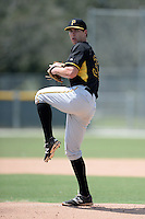 Pittsburgh Pirates pitcher Shane Carle (32) during an Instructional League game against the New York Yankees on September 18, 2014 at the Pirate City in Bradenton, Florida.  (Mike Janes/Four Seam Images)