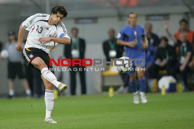 FIFA WM 2006 -  Semi Finals / Halbfinale<br /> Play    #61 (04-Juli) - Deutschland - Italien 0:2 n.V.<br /> <br /> Michael Ballack von Deutschland beim Torschuss Versuch.<br /> Michael Ballack in Einzel Aktion.<br /> <br /> Foto &copy; nordphoto