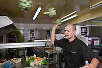 Europe/France/Bretagne/56/Morbihan/Saint-Avé: Restaurant Le Pressoir - Vincent David en cuisine - Bataille d'artichauts [Non destiné à un usage publicitaire - Not intended for an advertising use]