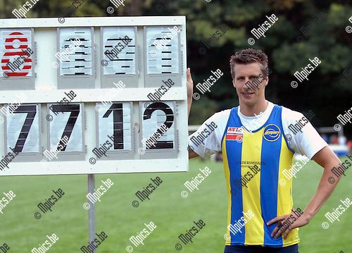 2007-07-21 / Atletiek / Flanders Cup Brasschaat / speerwerpen / Tom Goyvaerts is trots op zijn overwinning in het speerwerpen op de Flanders Cup in Brasschaat