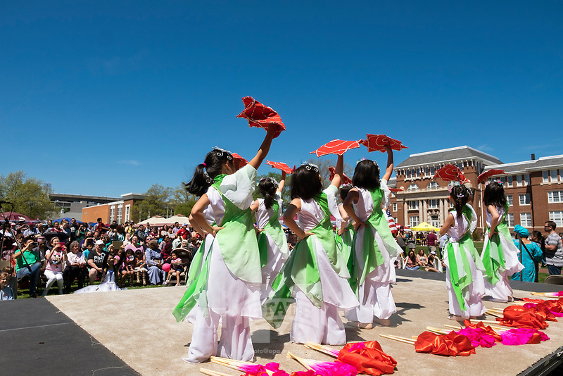 International Fiesta 2017 - Drill Field festival.  Dance performance by the Starkville Chinese School.<br />