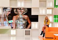 SAO PAULO, SP, 13 DE FEVEREIRO 2012. BASTIDORES PROGRAMA MUITO MAIS. A apresentadora Adriane Galisteu, durante exibicao do programa MUITO MAIS, na TV Bandeirantes, no bairro do Morumbi, regiao sul de SP, na tarde desta segunda-feira, 13. (FOTO: MILENE CARDOSO - NEWS FREE)