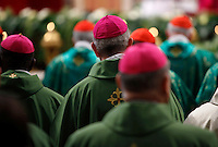 Vescovi prendono parte alla messa celebrata da Papa Francesco per l'apertura del Sinodo, nella Basilica di San Pietro, Citta' del Vaticano, 4 ottobre 2015.<br /> Bishops attend a mass celebrated by Pope Francis for the opening of the Synod in St. Peter's Basilica at the Vatican, 4 October 2015. <br /> UPDATE IMAGES PRESS/Isabella Bonotto<br /> <br /> STRICTLY ONLY FOR EDITORIAL USE