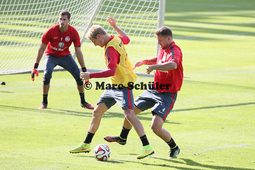 Stefan Aigner gegen Marco Russ - Eintracht Frankfurt Training, Commerzbank Arena