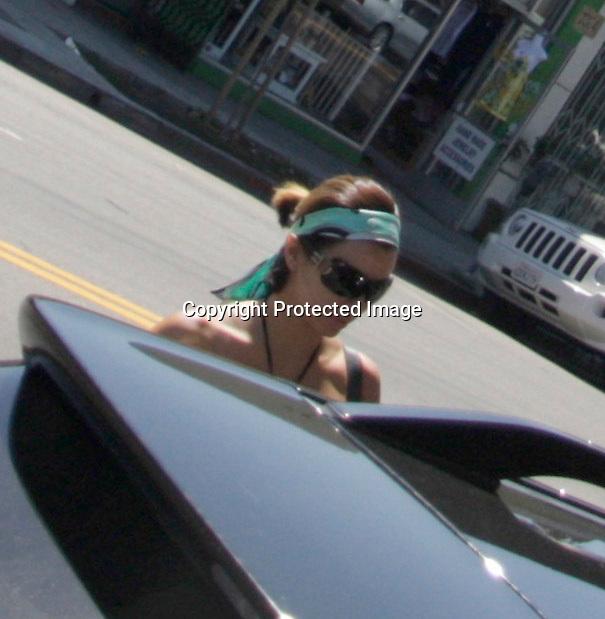 9-25-08..Eva longoria walking on Melrose ave in Hollywood ca ...AbilityFilms@yahoo.com.805-427-3519.www.AbilityFilms.com