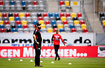 nph00351:  Fussball, 1. Bundesliga, Saison 19/20, 26. Spieltag, Fortuna Düsseldorf - FC Paderborn 07, 16.05.2020: Trainer Steffen Baumgart (SC Paderborn 07) atmet durch mit heruntergelassenem Mundschutz vor dem Spiel. <br /> <br /> Foto: Moritz Müller/Pool /Verbreitung via Meuter/nordphoto<br /> <br /> Nur für journalistische Zwecke! Only for editorial use!<br /> <br /> Gemäß den Vorgaben der DFL Deutsche Fußball Liga ist es untersagt, in dem Stadion und/oder vom Spiel angefertigte Fotoaufnahmen in Form von Sequenzbildern und/oder videoähnlichen Fotostrecken zu verwerten bzw. verwerten zu lassen. DFL regulations prohibit any use of photographs as image sequences and/or quasi-video.
