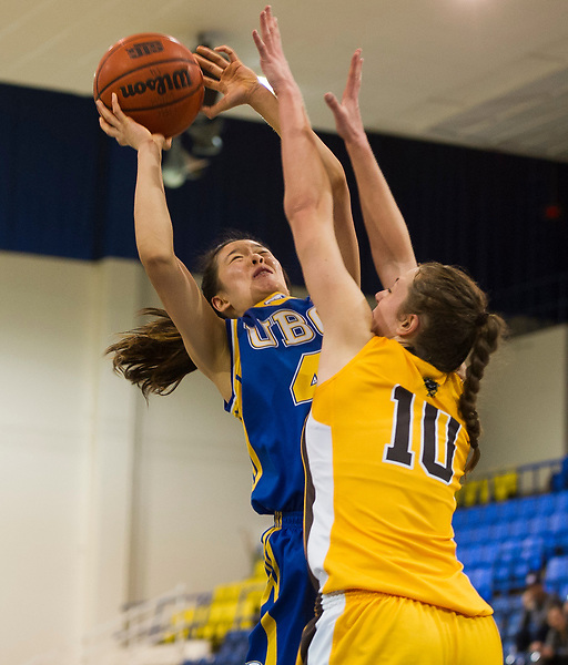 FEBRUARY 14, 2015 -- VANCOUVER -- CIS Canada West women's basketball action between the UBC Thunderbirds and the University of Manitoba Bisons at War Memorial Gymnasium in Vancouver, February 14, 2015. (Rich Lam/UBC Athletics Photo) <br /> <br /> ***MANDATORY CREDIT***