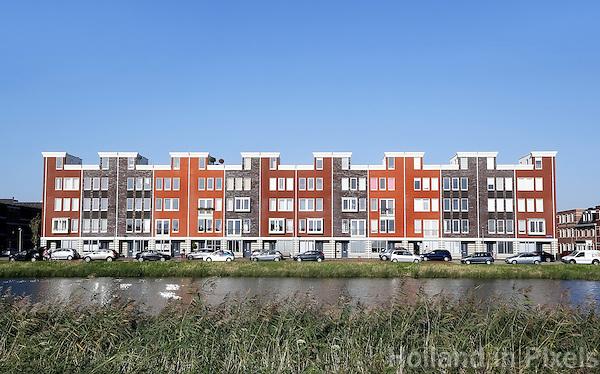 Almere- Almere Poort. Nieuwbouw aan het water