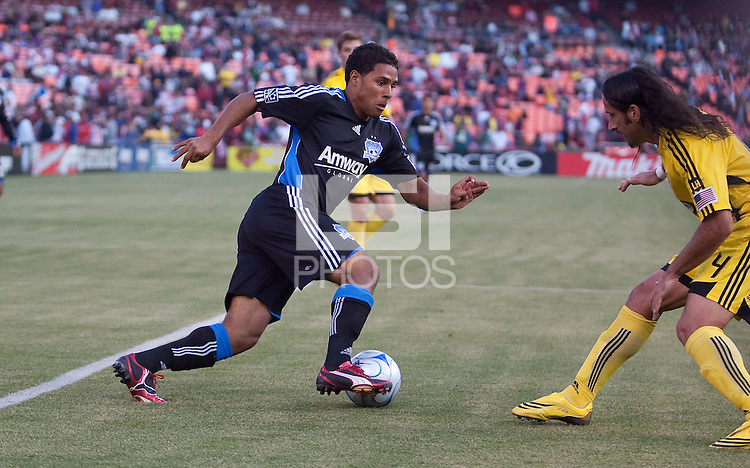 Quincy Amarikwa (left) dribbles in against Gino Padula (right).The Columbus Crew defeated the San Jose Earthquakes 3-0 at Candlestick Park in San Francisco, California on August 8, 2009.