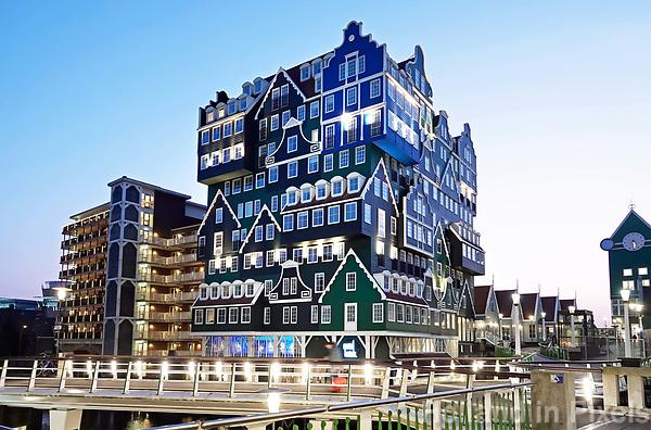 Nederland Zaandam -  Januari 2018.  Het vernieuwde centrum van Zaandam. Inntel Hotels. Het hotel is ontworpen door WAM architecten.   Foto Berlinda van Dam / Hollandse Hoogte