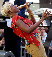 MARY J. BLIGE PERFORMING ON THE TODAY SHOW'S NBC SUMMER CONCERT SERIES 2002 ROCKEFELLER CENTER<br /> Photo By John Barrett/PHOTOlink.net