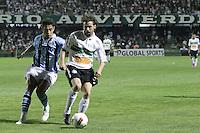 CURITIBA, PR, 22 DE AGOSTO DE 2012 – CORITIBA X GRÊMIO – Lincoln, do Coritiba, e Werley, do Grêmio, durante jogo válido pela Copa Sul-Americana. A partida aconteceu na noite de quarta-feira (22), no Estádio Couto Pereira, em Curitiba. (FOTO: ROBERTO DZIURA JR./ BRAZIL PHOTO PRESS)