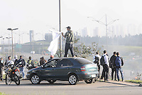 SAO BERNARDO DO CAMPO, SP, 19 de junho 2013- Manifestacao do MST interdita a Via Anchieta no km 23 sentido Sao Paulo no municipio de Sao Bernardo do Campo ABC    ADRIANO LIMA / BRAZIL PHOTO PRESS).