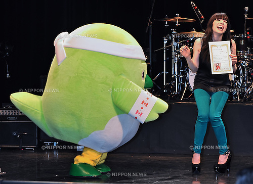 Carly Rae Jepsen, Feb 01, 2013 : Canadian singer Carly Rae Jepsen attends a photo session with Japan's local mascot characters before her concert at Akasa BLITZ in Tokyo, Japan, on February 1, 2013. (Photo by AFLO)