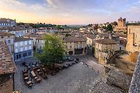 France, Gironde (33), Saint-Émilion, classé Patrimoine Mondial de l'UNESCO, la place principale le matin // France, Gironde, Saint Emilion, listed as World Heritage by UNESCO, the main square in the morning