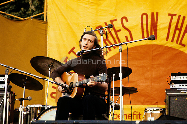 Chris Smither performing at the 'Sunset Series on the Common' in Boston, MA in the summer of 1971. © Peter Tarnoff / MediaPunch