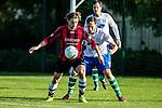 2015-11-01 / Voetbal / seizoen 2015-2016 / Zwijndrecht - 's Gravenwezel-Schilde / Oscar Coppieters met Maarten Illegems (Zwijndrecht) in de rug<br /><br />Foto: Mpics.be