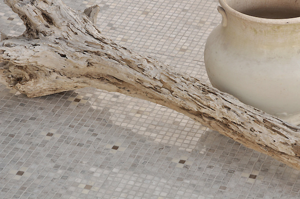 Bloom in 1.5cm polished Driftwood, Socorro Grey, and Bianco Antico