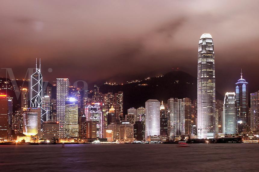 Hong Kong Central above Victoria Harbour viewed from Tsim Sha Tsui Promenade, Kowloon waterfront, Hong Kong SAR, China, Asi
